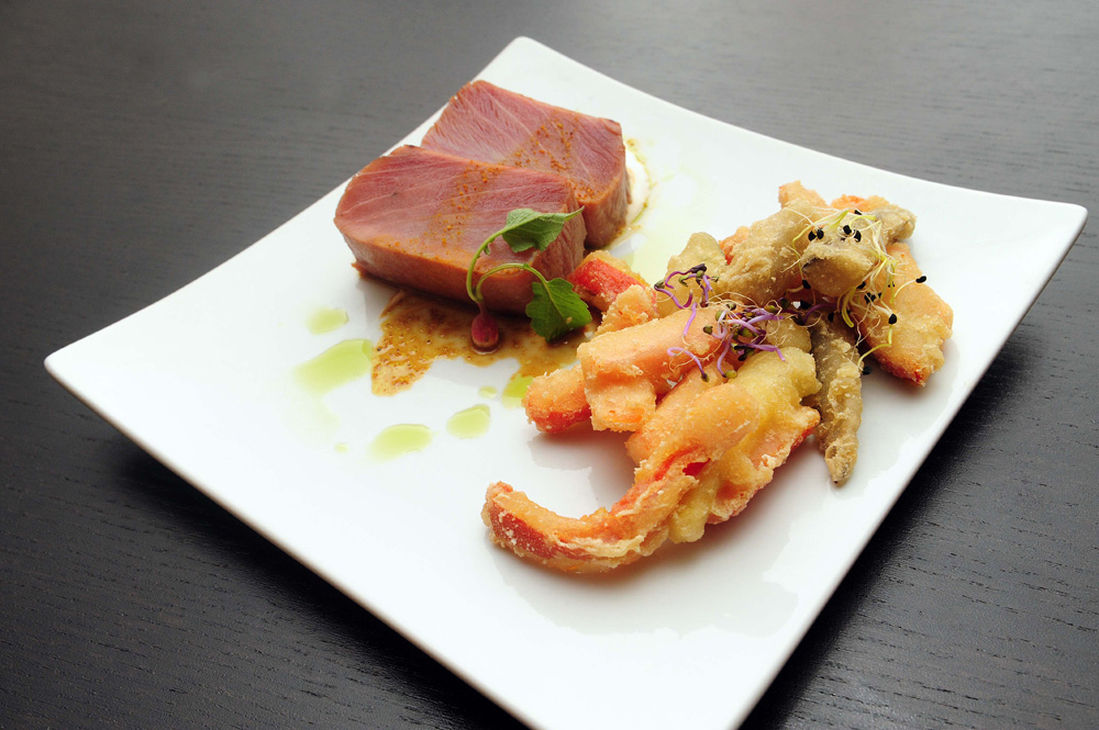 Atún con tempura de verduras maheso